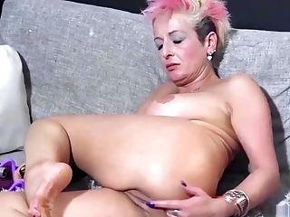 Honey Eating Mummy Puss