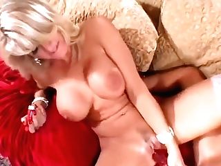 Big-boobed Vicky Vette And Lisa Daniels Slurp Slits And Pound Cunts With Playthings